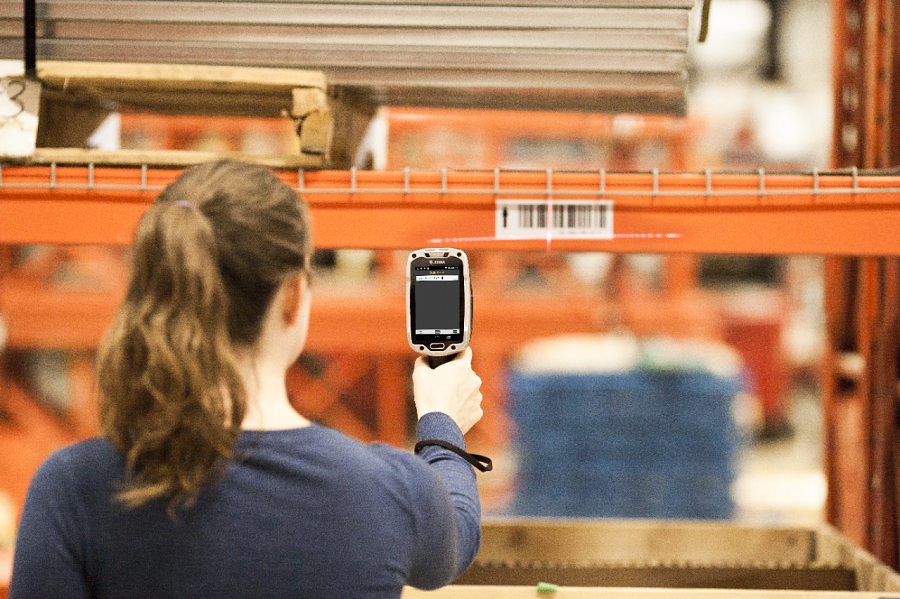 5 Labeling and Signage Tips to Consider When Setting up a Warehouse